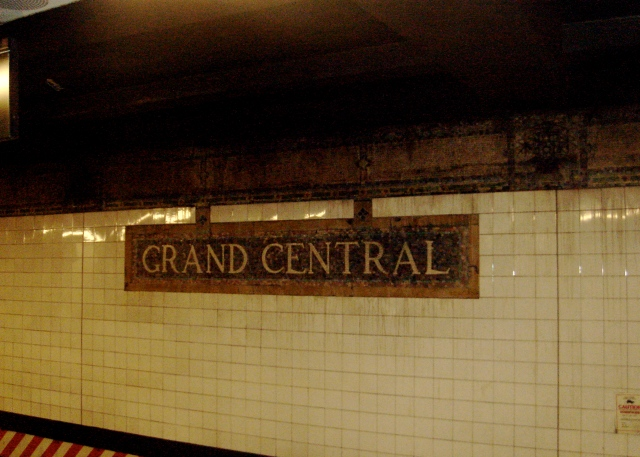 Yeah, I'm such a tourist that I even snap photos in the subway. So sue me.